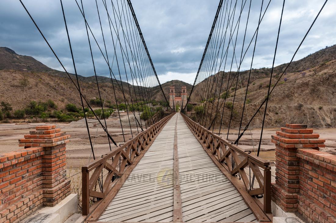 Puente Mendes or Sucre Chain Bridge