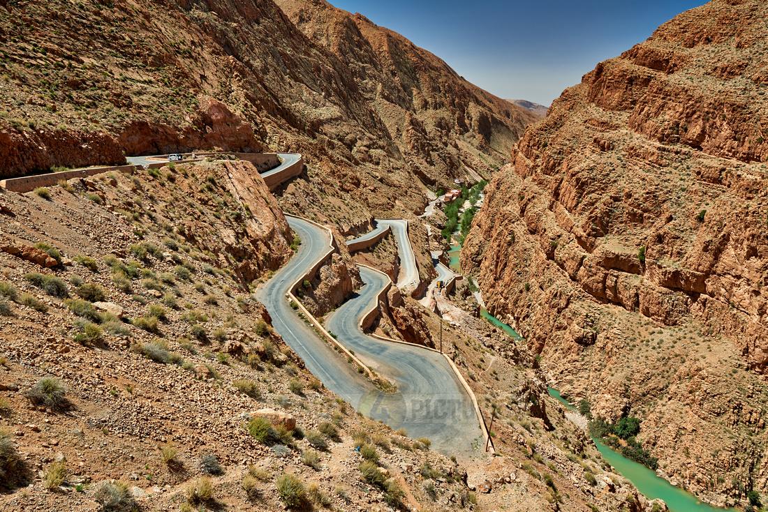road through landscape of Gorge de Dades