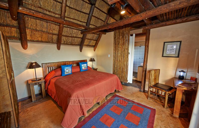 Innenansicht eines Zimmers in  der Xaus Lodge  |interior view of room in Xaus Lodge|