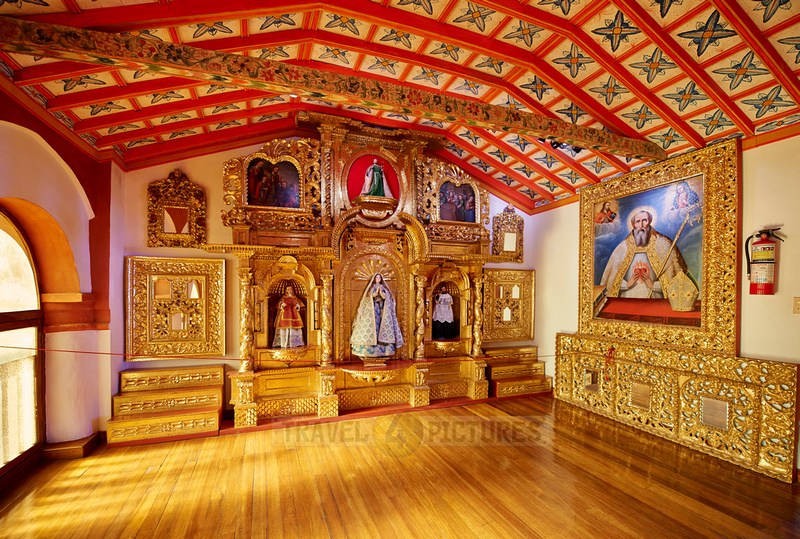 praying room with golden altar