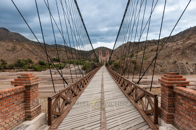 Puente Mendes or Sucre Chain Bridge