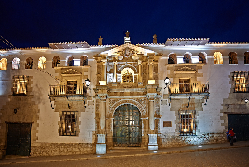 night shot of Casa de la Moneda