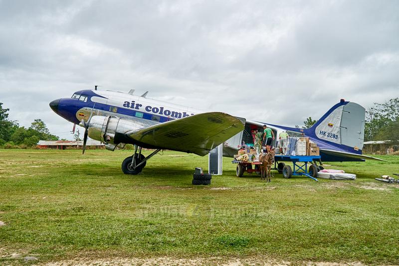 old Douglas DC-3 propeller plane