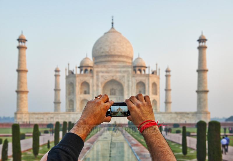 i-phone with Taj Mahal