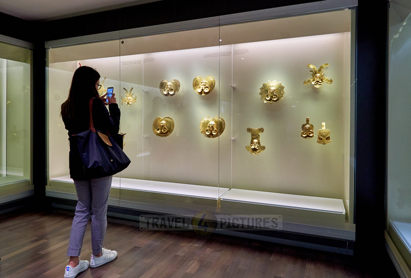 tourists looking in cabinet in Museo del Oro