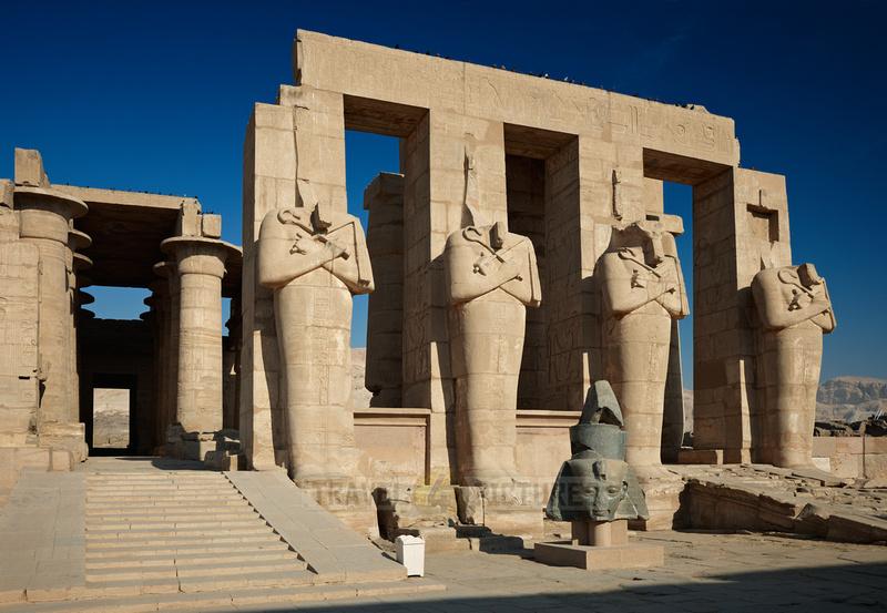 Osiris statues on second yard